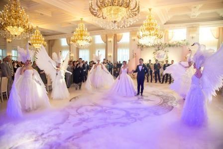 """Шикарный выход жениха и невесты на свадьбу. """"Белые лебеди"""" Алматы"""