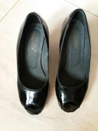 Pantofi piele lacuiti