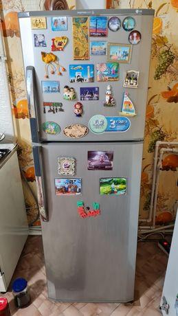 Продам 2 камерный холодильник марки Lg