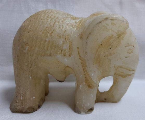 Elefant din alabastru