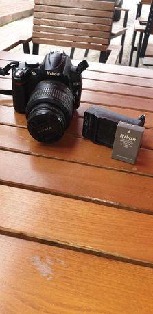 Vand Aparat foto DSLR Nikon D5000 + Obiectiv 18-55mm + Trepied
