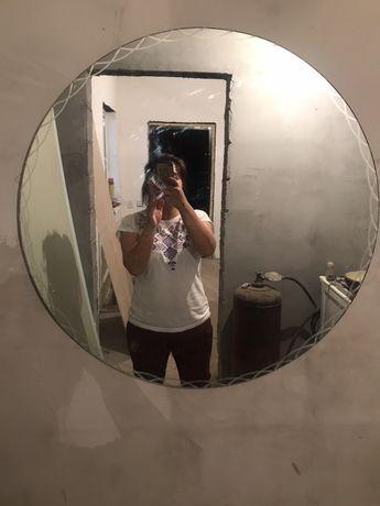 Зеркало и телевизор