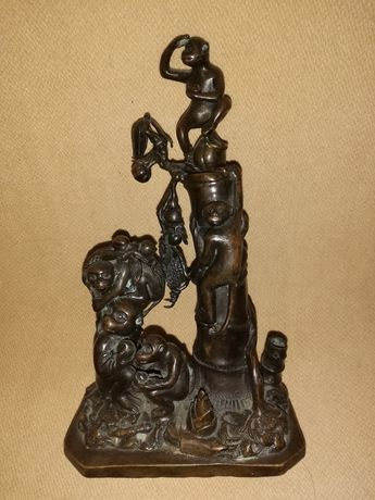 Statueta din bronz veche. Birou