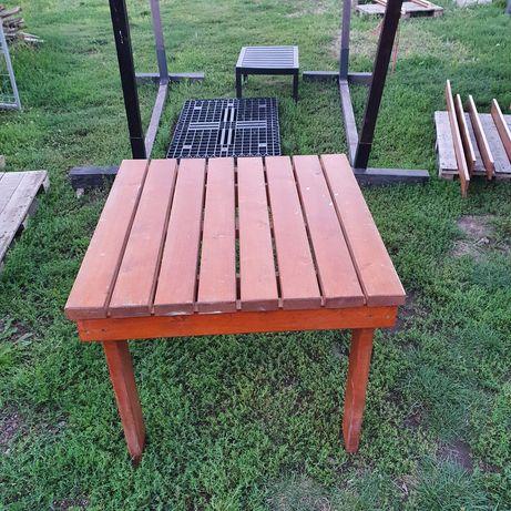 Masă din lemn de brad
