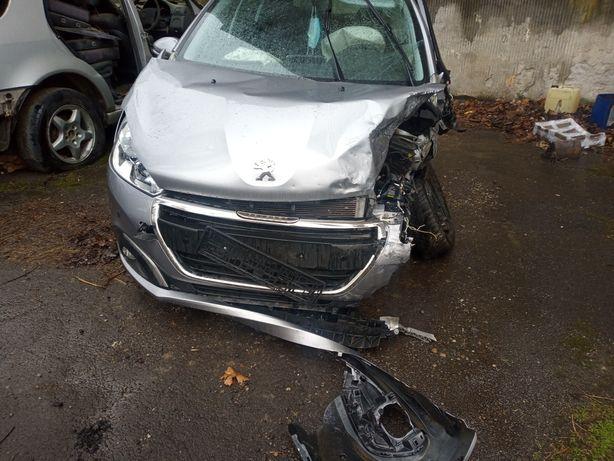 Dezmembrez Peugeot 208