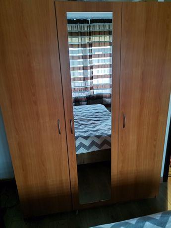 Dulap 3 usi/compartimente și oglindă