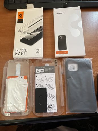 Husă și 2 folii de sticlă Spigen Iphone 12 Pro