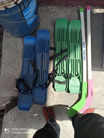 Ролики+Лыжи 2 пары + 2 клюшки ( для хоккея)