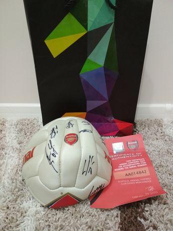 Мяч с автографами Арсенала 2015