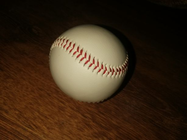 Vând minge de baseball