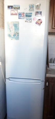 Холодильник Indesit No Frost в рабочем состоянии