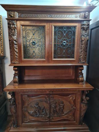 Vitrina,credent lemn masiv nuc sculptata manual