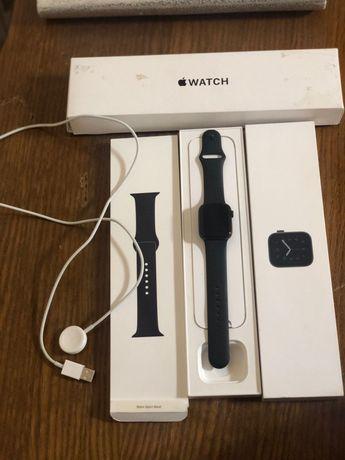 Продам Часы Apple watch SE 40mm в идеальном состоянии