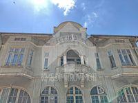 Продава втори етаж от триетажна къща с двор в гр. Шумен. ТОП център!