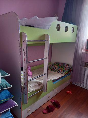 Продам детскую двухярусную кровать