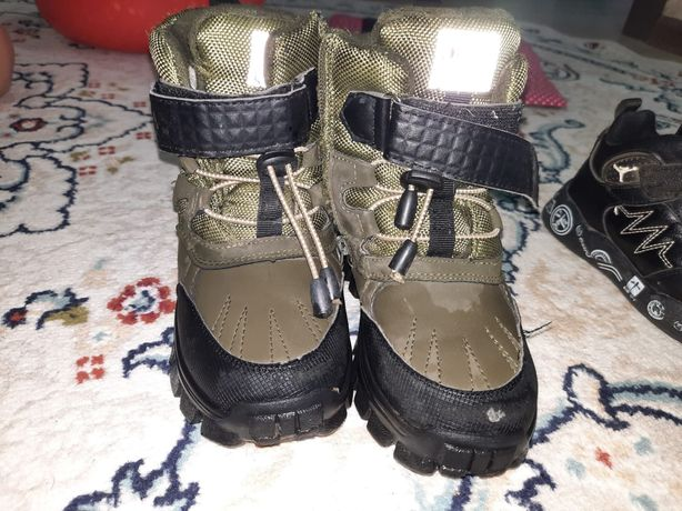 Продам детские ботинки зима