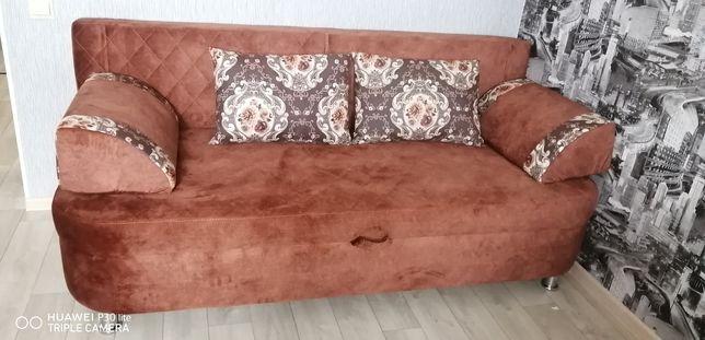 Продам диван почти как новая