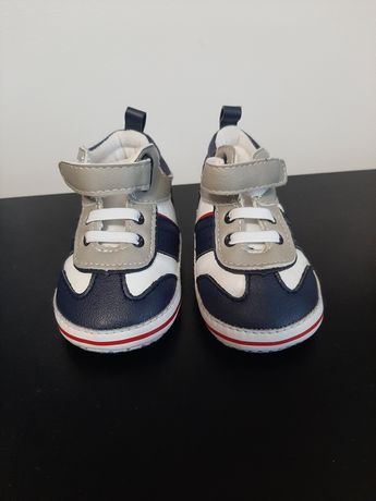 Papuci bebelusi mărimea 18