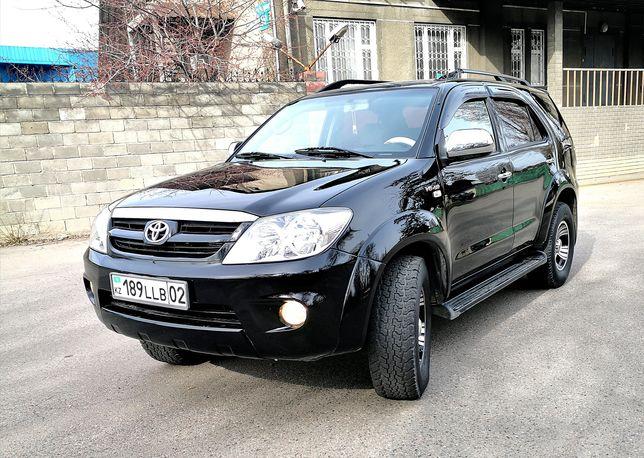 Toyota Fortuner 4л