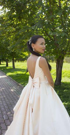 свадебное платье Шампань с карманами и шлейфом