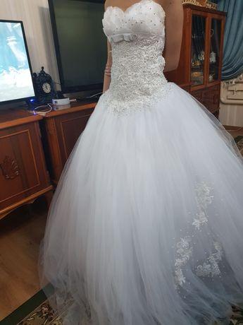 Свадебные платья и на узату, надевали только раз, хорошем состоянии,