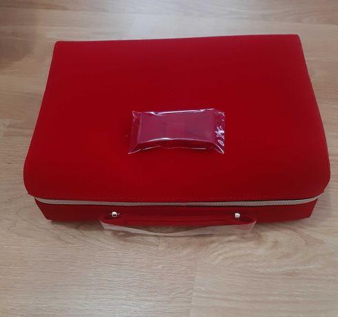 Ново козметично куфарче Estee Lauder