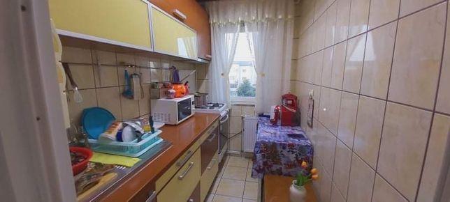 Vand apartament zona mioritei trei camere semidecomandat