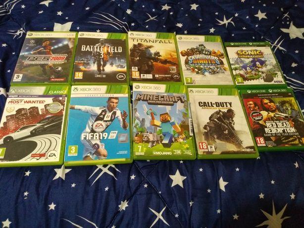 Vând Xbox 360 și jocurile din descriere+ 2 joystikuri