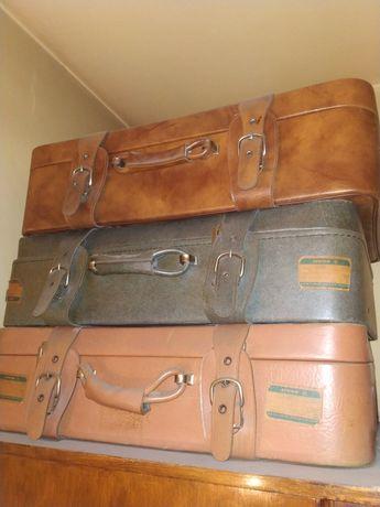 Ретро пътнически куфари