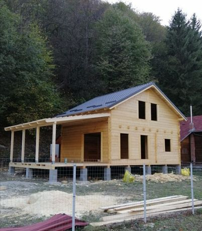 Vand cabane din lemn