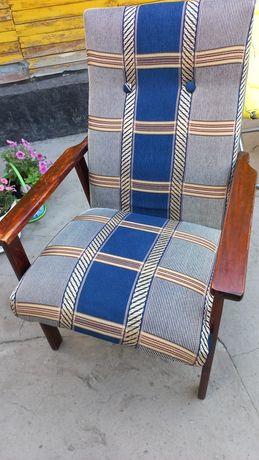 Продам 2 кресла одинаковые