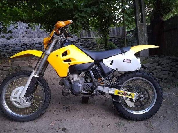 Suzuki RMX 250 enduro 2t