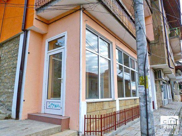 110847 Mагазин, (офис) под наем разположен във Велико Търново
