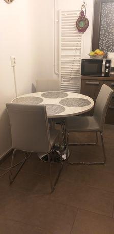 Masa bucătărie cu trei scaune
