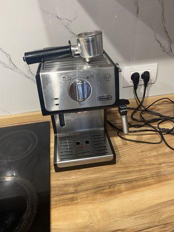 Кофемашина Delonghi с капучинатором полуавтомат