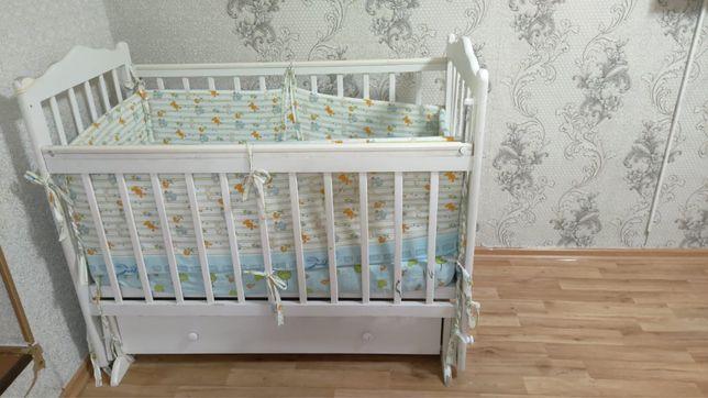 Продам детскую кроватку в отличном состоянии,вместе бортики и матрас