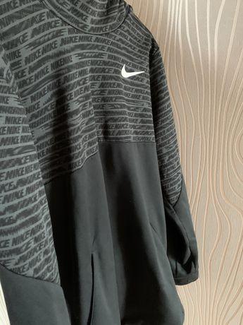 Hanorac Nike impecabil !