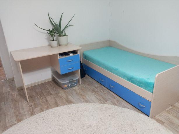 Мебель подростковая,кровать,стол,шкафы