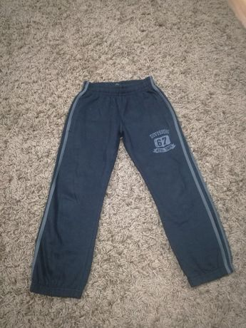 Vand pantaloni de trening