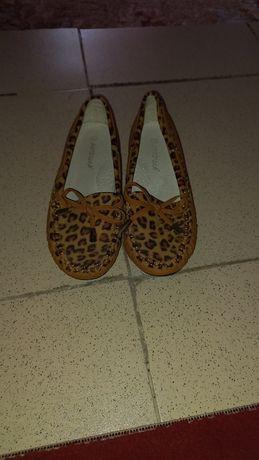 Продам туфли для девочек