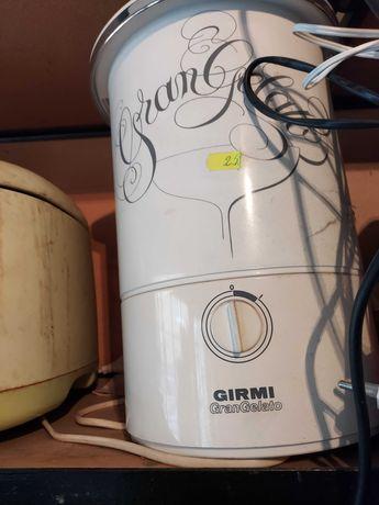 Продавам домашна машина за сладолед Girmi - италианска, не ползвана
