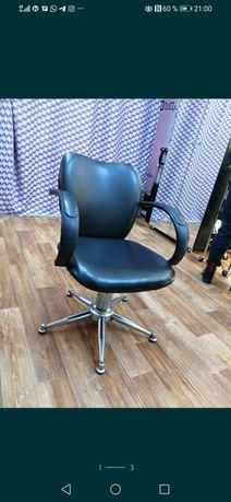 Продаю кресло парикмахерское.