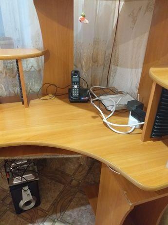 Продам компьютерный стол.