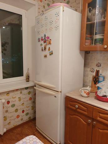 Холодильник и диван