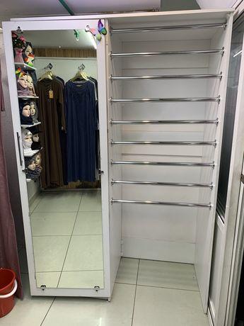 Срочно продам шкаф с полками для бутика