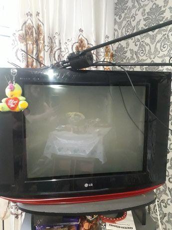 Телевизор отдам даром