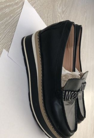 Удобная стильная обувь.moschino.