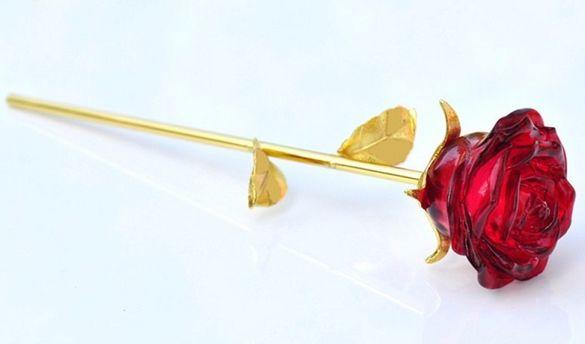 Красива луксозна кристална роза