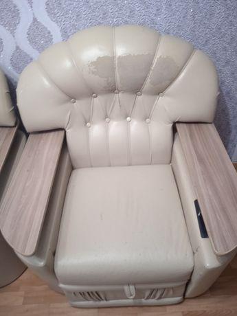 Продам диван за 10 000 торг уместен