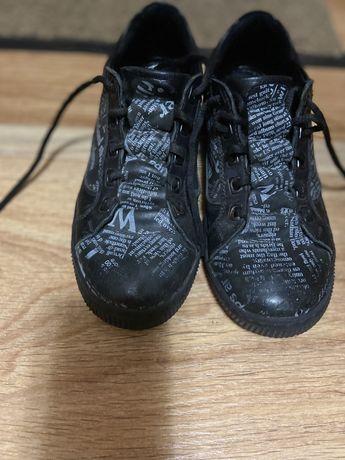 Продам кроссовки на мальчика 10.11 лет кожанные